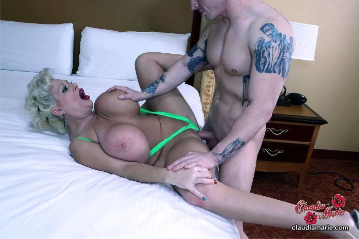 Beautiful irish girl masturbates