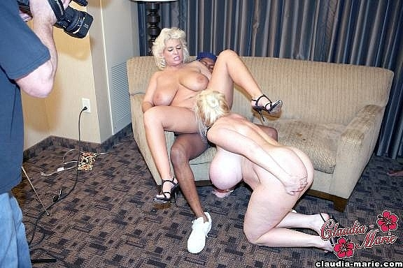 Hyapatia lee is lesbian in the lounge - 2 8